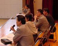9月末の職業観育成講座の様子。OBの方々の職業観をうかがいます。